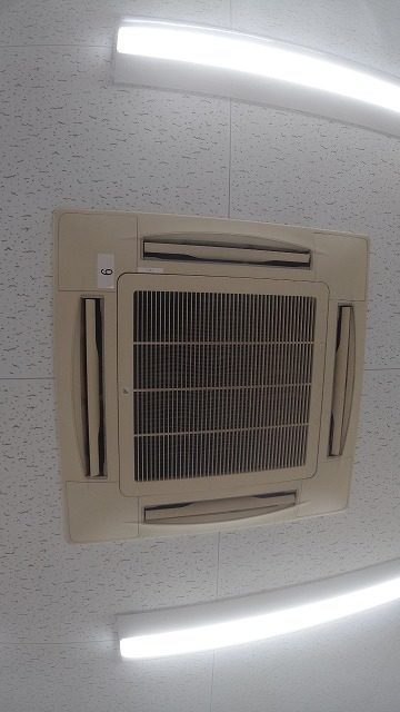 空調機部品交換作業