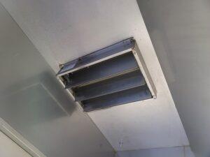排気ダクトカバー修理