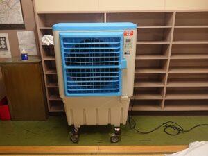 休憩室 冷風機設置作業
