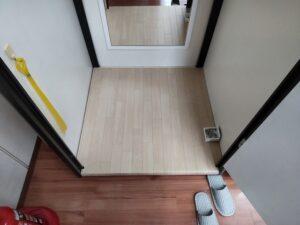 フィッティングルーム床張り替え工事